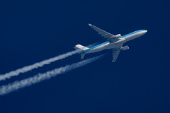 KLM Airbus A330-303 PH-AKF (Thames Air) Tags: klm airbus a330303 phakf contrails telescope dobsonian overhead vapour trail