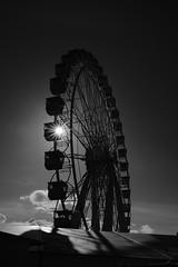 Ferris Wheel (Testlicht) Tags: ferris wheel riesenrad x100f acros hamburg hamburgerdom bw fuji funfair