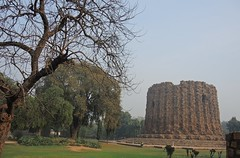 India (Delhi) A giant first-storey core of Alai Minar to be constructed two times higher of Qutab-Minar (ustung) Tags: india delhi qutab minar alaiminar complex nikon architecture