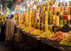 Olives shops in Marrakesh at the Jemaa El-Fnaa square in 2017 (AlfonsoFD) Tags: africa square 2017 jemaaelfna morocco street shop shopping olives canon oliveoil marrakesh marrakech