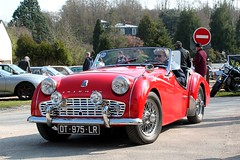 Triumph TR3 (seb !!!) Tags: rouge red rosso rojo vermelho rot 2017 auto automobile automovel automovil automobil cabriolet decapotable decouvrable convertible roadster spider spyder canon 1100d cars anciennes ancienne old oldtimers populaire seb france voiture wagen car coffee breuilpont grande bretagne anglais anglaise english british britain england photo picture foto image bild imagen imagem classique classic klassic chrome