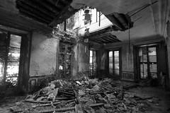 IMG_7972 OPEN SACE (WORLD OF FMR) Tags: decay urbex friche ruine abandon noir noiretblanc blackandwhite monochrome photography canon