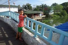 boy on a bridge (the foreign photographer - ฝรั่งถ่) Tags: dscjul252015sony boy bridge standing blue khlong thanon portraits bangkhen bangkok thailand sony rx100