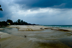 Stormy day at the beach (b2 jonathan Ljungdahl) Tags: beach sas bintan advanceddigitalphotoclass