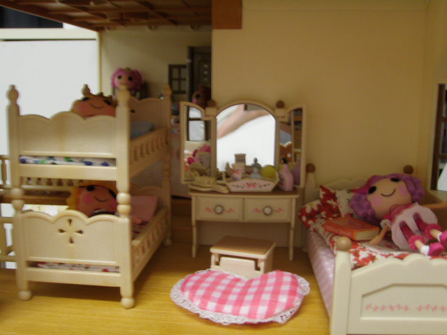 Sleeping In The Deluxe Vilalge House (JaneCherie) Tags: Toys Miniatures  Dolls Families Mini