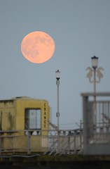moon rise overTeignmouth Pier (jonathan at http://www.devoneventphotography.com/) Tags: moon pier nikon sigma teignmouth 170500mm d7000