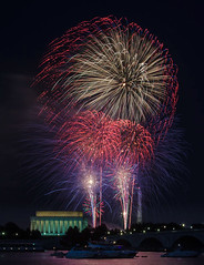 IMG_1682-July 4th 2013 Washington DC-AnthonyBee (Anthony (Tony) Bee) Tags: night washingtondc lowlight fireworks july4th singhray varinduo