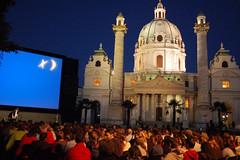 "Kino unter Sternen vor der Karlskirche • <a style=""font-size:0.8em;"" href=""http://www.flickr.com/photos/39658218@N03/9301288831/"" target=""_blank"">View on Flickr</a>"