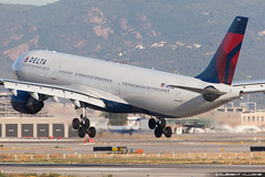 Delta Air Lines Airbus A330-323X N815NW / 3315 cn 817 (Clment Alloing - CAphotography) Tags: barcelona lines cn canon airplane airport aircraft air bcn delta airbus balcon aeropuerto 817 spotting t1 barcelone 3315 100400 a330323x 07l lebl 25r n815nw