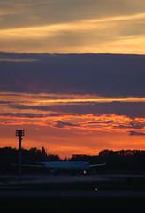 Airbus A330, Montral (YUL) (Bo No Bo) Tags: city sunset summer urban backlight night plane d50 airplane outdoors airport montral aircraft aeroplane qubec airbus t soir extrieur lufthansa ville contrejour dorval avion coucherdesoleil yul urbain aroport airbusa330 cyul twinjet biracteur airbusa330300 aroportinternationalpierreelliotttrudeaudemontral daikp dlh475