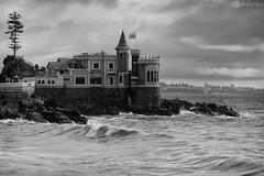 Castillo Wulff (AriCaFoix) Tags: chile sea bw castle rain clouds canon mar lluvia waves cloudy bn nubes nublado olas castillo xsi viadelmar 70200mm wulff 450d ef70200mmf4lusm