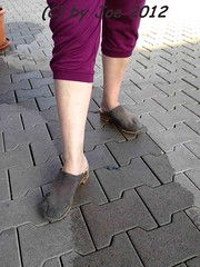 be404bl27 (Bluemscher) Tags: beautiful clogs mules woodenshoes klompen sabots zuecos madeingermany zoccoli klogs minimalistisch holzschuhe holzschuh berkemann clox holzklepper holzclogs klox kloks zoggeli holzlatschen tffler torpatoffeln toeffler holzsandale walkonwood holzpantoffel holzklappern