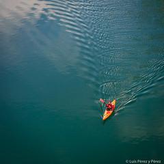Remando tranquilo en aguas tranquilas (luisp007) Tags: ro agua huesca piragismo canoa onda aragn piragua remar 2013 montfalc nogueraribagorzana congostodemontrebei
