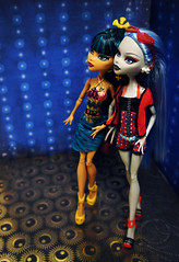 DSC02433 (PurpleCheeseStick) Tags: beach monster de high nile wishes gloom cleo 13 yelps ghoulia