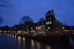 Along Prinsengracht on a January Evening (j. kunst) Tags: nederland netherlands holland 荷兰 noordholland amsterdam 阿姆斯特丹 jordaan prinsengracht looiersgracht canal water bridge architecture house canalhouse dutch evening dusk