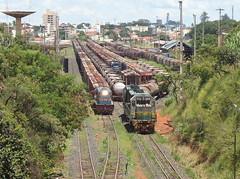 15859 DDM45 #846 + 834 pegando vagões carregados na Linha 6 para formar trem X744. Uberlândia MG (Johannes J. Smit) Tags: brasil vale trens fca