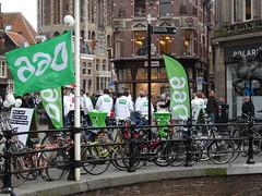 Utrecht: D66 Campaigning for Local Elections (harry_nl) Tags: netherlands utrecht nederland elections campagne municipal verkiezingen d66 gemeenteraad towncouncil 2014