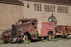 hoist house (what's_the_frequency) Tags: goldfield nevada esmeraldacounty greatbasin highdesert nevadausroute95 95 us95 route95 yesteryear old summer latesummer september rural country outdoors west ghosttown nikon d5100 18200 sigma18200