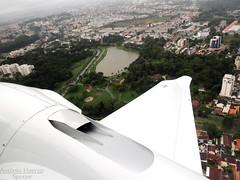 Parque Bacacheri - Air View (Antônio A. Huergo de Carvalho) Tags: aviation aircraft airplane aviação avião diamond diamondda62 da62 n846su wing wings winglet asa engine parque parquebacacheri bacacheri curitiba brasil brazil lake lago