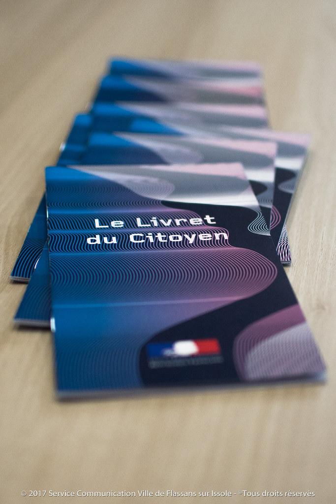 Remise des cartes électorales aux nouveaux inscrits sur les listes électorales