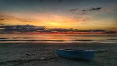 Il mare tira fuori il meglio di me. (enry.dep60) Tags: abruzzosunrise abruzzo mareadriaticotortoretolido