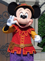 Mickey Mouse (meeko_) Tags: mickey mouse mickeymouse characters disneycharacters mickeys royal friendship faire mickeysroyalfriendshipfaire show entertainment castleforecourtstage fantasyland magic kingdom magickingdom themepark walt disney world waltdisneyworld florida