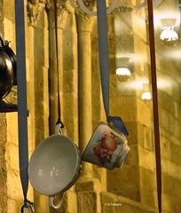Luces y Reflejos 56. Lights and Reflections 56. (Esetoscano) Tags: nocturno night luces lights reflejos reflections románico romanesque portada door columnas columns iglesia church cidadevella oldtown acoruña galiza galicia españa spain