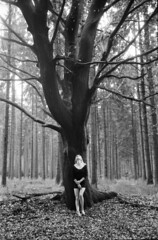 Janne (Jan Meifert) Tags: agfaphoto agfa apx 400 analogue analog film 35mm bw sw portraiture portrait porträt forest wald tree baum outdoor jan meifert