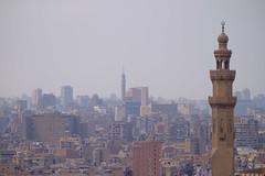 新舊建築的對話 (Tariq Peng) Tags: 建築 清真寺 mosque fujifilm fuji xt1 xf50140mm f28 風景 埃及 開羅 egypt cairo history 戶外 art 人文 開羅塔 哈桑清真寺 tower sultan hassan