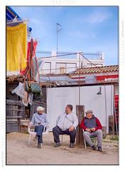 trio-en-el-rocio-color (KZRES - José Miguel Romero) Tags: gente personas 3 tres tipico rocio venta ambulante vendedores sentado charla sonyflickraward sony a5100 street social urbana color