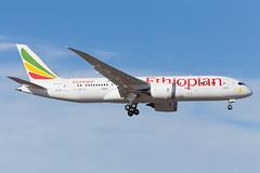 ET-ATJ Arlanda 2017 (martindjupenstrom) Tags: dreamliner boeing787 ethiopian ethiopianairlines dallol etatj arlanda bluesky aviation airliner landing finalapproach shortfinal 7878 boeing7878 sweden