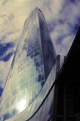 Iberdrola, la torre más alta de Bilbao (P.H.F.) Tags: torre iberdrola la mas alta luz electricidad rascacielos bilbao bizkaia césar pelli arquitecto contrapicado