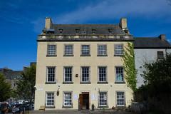 Chapel House, Edinburgh (David_Leicafan) Tags: 35mmsummaronf28 edinburgh urn parapet margins render climber melrosetea jamesyoungsimpson aromacafé