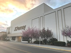 former JCPenney; Tanglewood Mall, Roanoke, Virginia (Joe Architect) Tags: jcpenney jcpenneyco penneys jcp departmentstore retail tanglewood tanglewoodmall roanoke mall virginia va deadmall 2017