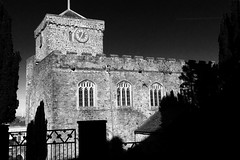 Eglwys y Santes Fair, Hwlffordd (Rhisiart Hincks) Tags: 威爾斯 威尔士 wallis uels kimrio valbretland 웨일즈 велс gallas walia เวลส์ ويلز uells ουαλία velsa velsas уельс уэльс уелс ウェールズ 威爾士 eglwys iliz eliza eaglais eglos church glèisa església église biserică chiesa iglesia kirche церковь 教堂 kirik 教会 ažnyčia hwlffordd haverfordwest sirbenfro pembrokeshire duagwyn gwennhadu dubhagusgeal dubhagusbán blackandwhite bw zuribeltz blancetnoir blackwhite monochrome unlliw blancoynegro zwartwit