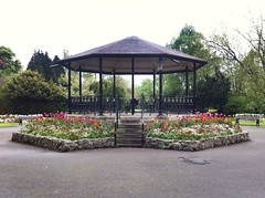 Bandstand in Queens Park, Loughborough, UK, April 2017 (Paul Conneally) Tags: architecture april spring flowers park england leicestershire loughborough bandstand paulconneally