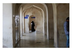 the escape run (handheld-films) Tags: india hyderabad muslim islam indoislamic telangana andhrapradesh religion religious society indian men women hijab burqa niqab family
