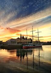 Sail in to the sun ( Explored 27/4/17 ) (theclashcityrocker) Tags: peoplemakeglasgow clydeside iphone6s sunrise tallship riversidemuseum glasgow