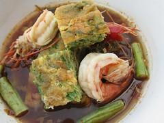 แกงส้มชะอมไข่ทอดกุ้งสด | Acacia Omelette And Fresh Shrimp In Vegetable Sour Soup @ สบายดี@นครพนม | Sabaidee@Nakhonphanom