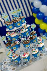 Bernardo fez 1 aninho! (Kelen Gama) Tags: de torre cupcake menino fotógrafas fotografiainfantil sãosimãogo festa1ano kelenecamila decoraçãotilim azulamareloebranco detalhesdafesta