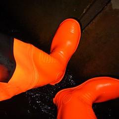 Wathose-orange-Kanal0770 (Kanalgummi) Tags: underground rubber worker exploration sewer waders hiviz kanalarbeiter chestwaders goutier wathose