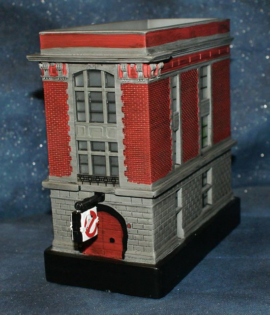 Diamond Select Toys – 魔鬼剋星 消防局總部 可發光7 吋雕像