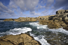 Les Amporelles #3 ~ Île d'Yeu [ Vendée ~ France ] EXPLORED ! (emvri85) Tags: sky seascape clouds island rocks waves ciel nuages vagues rochers algues île vendée yeu iledyeu wildcoast dyeu côtesauvage