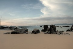 t_17 (Franz-Rudolph) Tags: morning light sea beach strand thailand licht asia asien meer stones atmosphere steine views merlin morgen atmosphre hdr khao lak ansichten franzrudolph