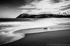 Puntal de Laredo (Photopeter71) Tags: longexposure wild bw costa naturaleza white black blancoynegro beach nature water clouds marina work relax landscape mar low negro wave bn le cielo nubes nd laredo ria cloudscape nube cantabria neutral cantabrico largaexposicin lansdcape largaexposicion neutraldensity nd1000 vision:beach=0549 vision:car=0759 vision:ocean=0541 vision:outdoor=0652 vision:sky=0915