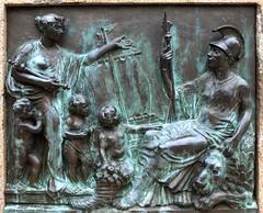 Britannia (Rick & Bart) Tags: london bronze plaque canarywharf britannia londen brons westindiaquay rickbart rickvink londondocklandsmuseum {vision}:{outdoor}=0941