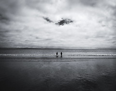 can you still see that? (Giuseppe Suaria) Tags: sea playing beach children nuvole cloudy bambini spiaggia bimbi nuvoloso giocano