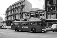 Trolley Bus & De Brett Hotel, Wellington (Neil Pulling) Tags: city newzealand 1982 nz wellington northisland trolleybus wellingtonnewzealand wellingtontrolleybus bebretthotelwellington