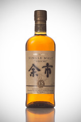 Yoichi 15 years old, Nikka Whisky (Eric Cheung Photography) Tags: bottle whitebackground alcohol whisky studioshot strobe singlemalt yoichi nikka 15yearold
