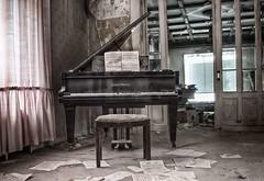 Lost Piano (Enri-Art) Tags: lostplace vergänglich verlassen irgendwo abandoned verfall